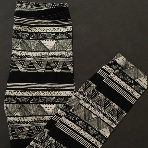 American Apparel Pants - 💕3for$25💕 Patterned leggings size medium